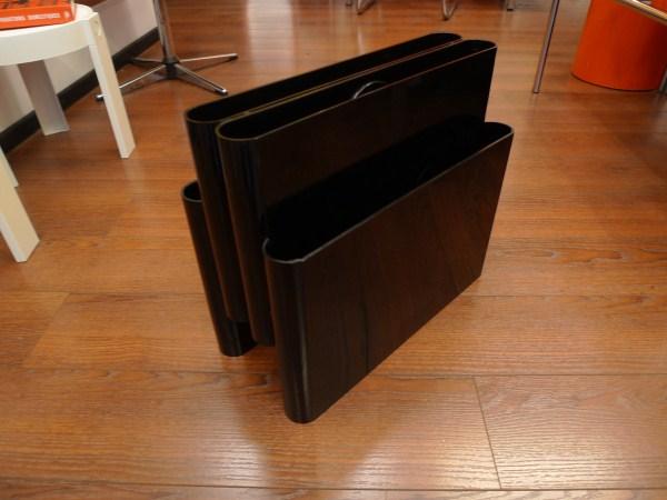 porte revues du designer g stoppino edite par kartell dans les annees pictures. Black Bedroom Furniture Sets. Home Design Ideas